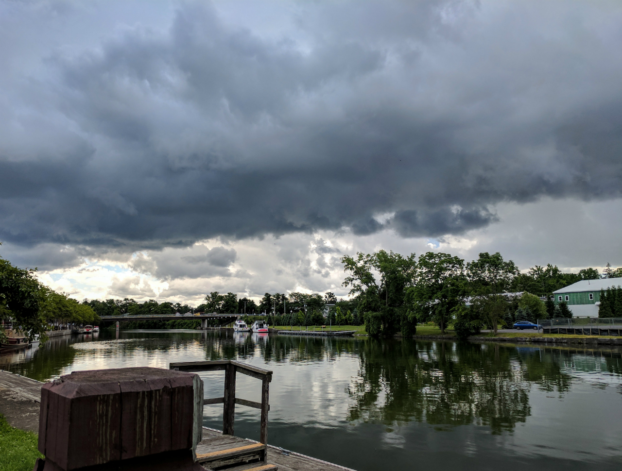 Storms over the canal harbor (photo)
